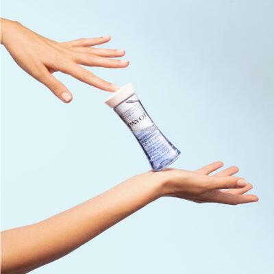 Payot gamme Les Démaquillantes - Démaquillant Instantané Yeux Lèvres avec mains